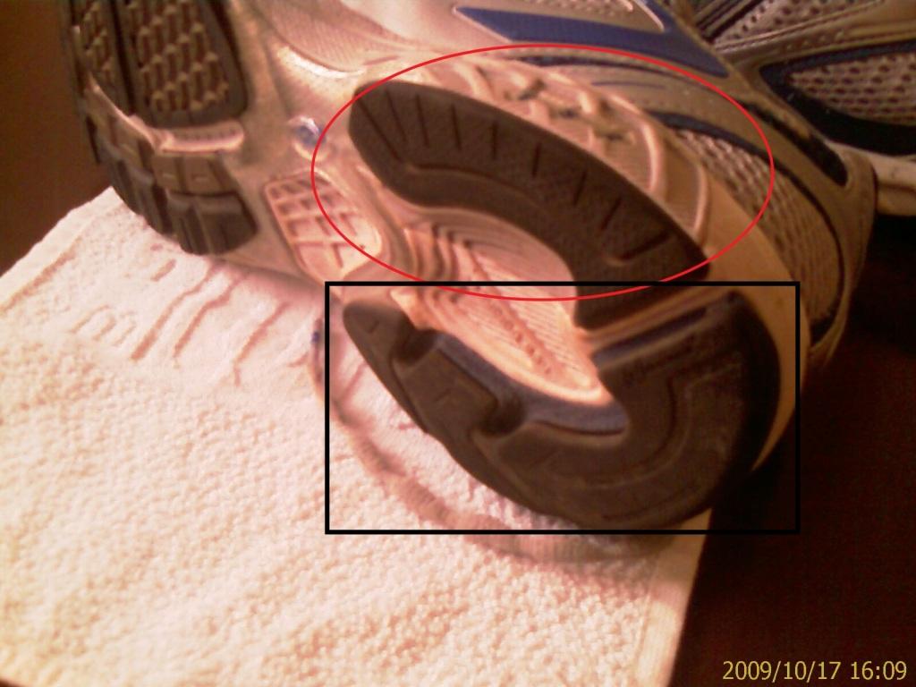 Parte interna do tênis preparada para pronação.